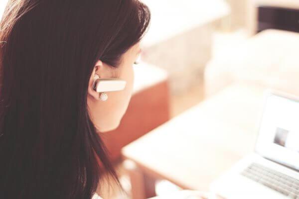 call-operator-with-bluetooth-handsfree-picjumbo-com